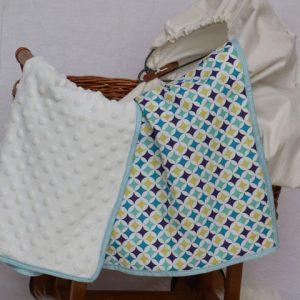 Cazamarmaille-couverture-bebe-losanges-dans-berceau