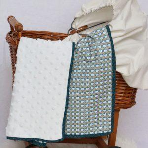 Cazamarmaille-couverture-bebe-pommes-dans-berceau