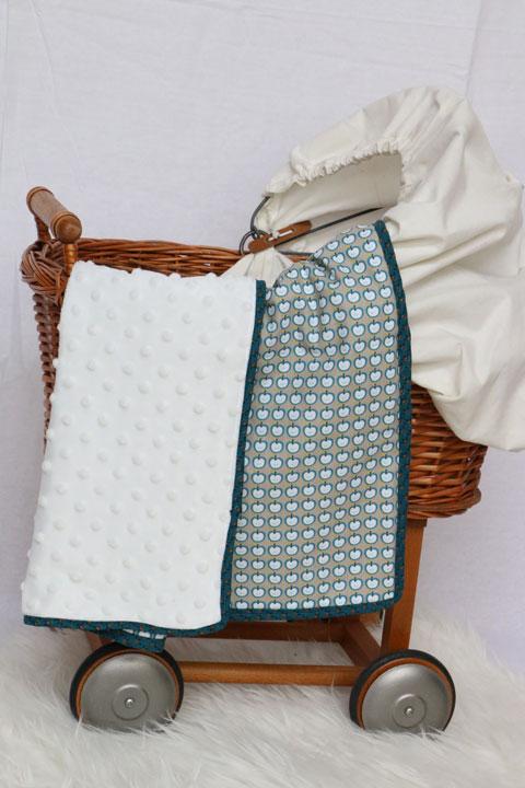 Couverture b b en minkee et coton motif pommes - Couverture en coton ...
