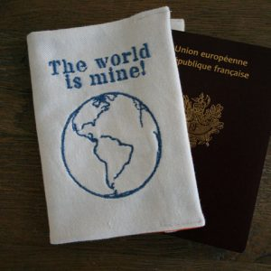 cazamarmaille-etui-passeport-world-is-mine-bleu-ferme-web