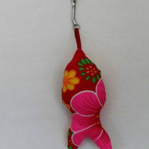 Cazamarmaille-porte-clés-poisson-rouge-et-fleurs-posé