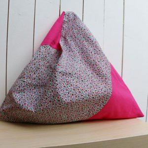Cazamarmaille-sac-bicolore-rose-fushia-et-fleurs-posé-2