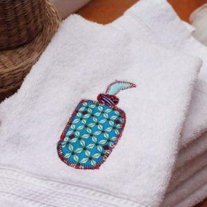 Cazamarmaille-serviette-toilette-flacon-bleu-turquoise-web