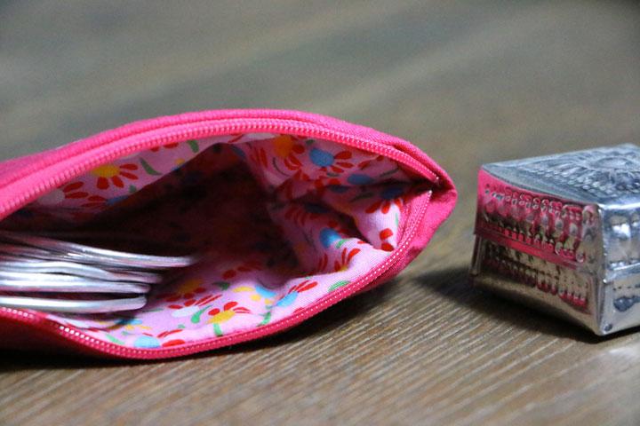 Cazamarmaille-porte-monnaie-rose-cerise-petit-pan-ouvert