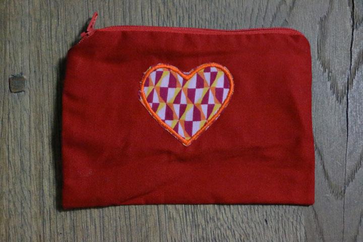 Cazamarmaille-porte-monnaie-rouge-coeur-graphique