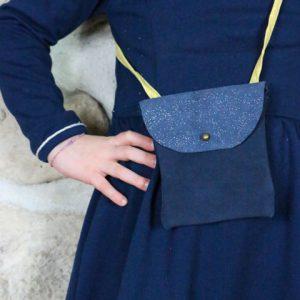 Cazamarmaille-sac-cuir-bleu-paillettes-tissu-jaune-ecailles-1-web
