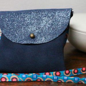 Cazamarmaille-sac-cuir-bleu-paillettes-tissu-petit-pan-2-web