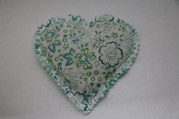 Cazamarmaille-bouillotte-sèche-coeur-fleurs-vertes