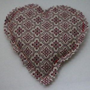 Cazamarmaille-bouillotte-sèche-coeur-graphique-rouge