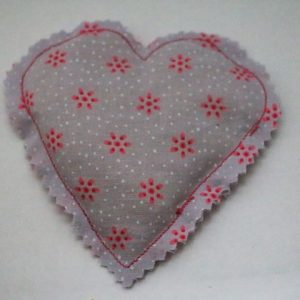 Cazamarmaille-bouillotte-sèche-coeur-parme-et-rose