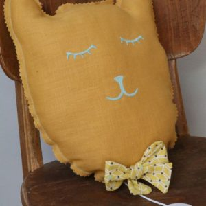 Cazamarmaille-coussin-chat-jaune-et-turquoise