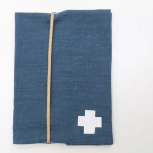 Cazamarmaille-protege-carnet-sante-bigbobo-bleu-et-triangles-ferme