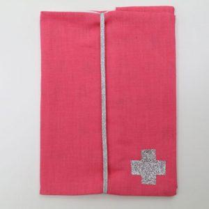 Cazamarmaille-protege-carnet-sante-bigbobo-rose-vif-et-fanions-ferme
